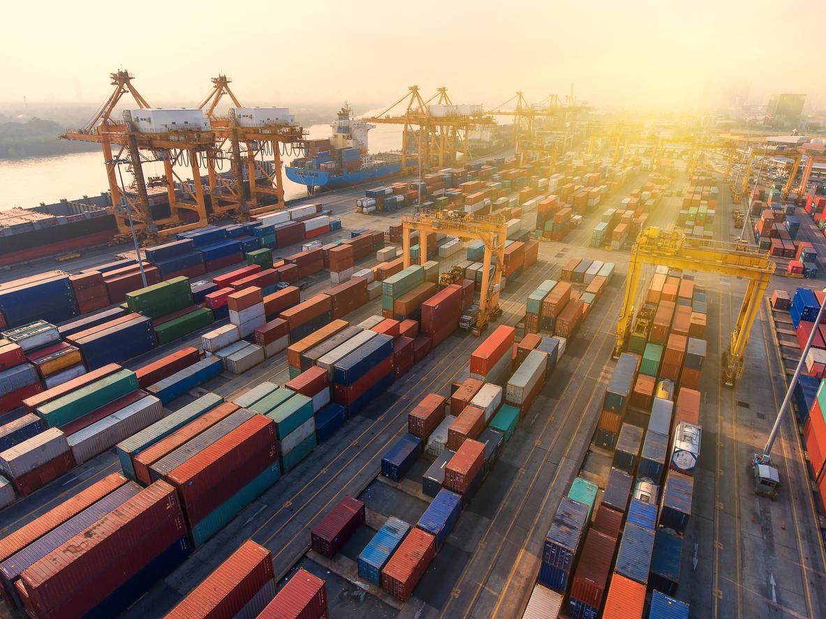 Containerhavn fylt som resultat av internasjonal handel